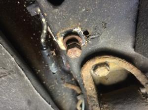 Wireinfästning under bilen