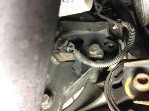 Bild 12 Hål in till svänghjulets drev på motorns framsida
