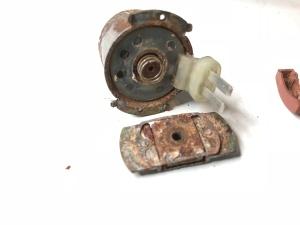 Bild 5 Elektromagnet och backventil från kolkanisterventil