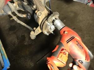 Rengöring av nav med roterande stålborste